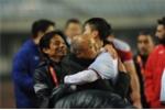 HLV Park Hang Seo nghẹn ngào gạt nước mắt, cảm ơn học trò bằng tiếng Việt