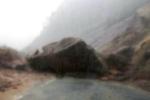 Tảng đá lớn hơn chiếc xe tải rơi, Phó Chủ tịch Liên đoàn Lao động Khánh Hòa suýt thiệt mạng
