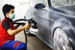 Dịch vụ sơn lại màu xe ô tô ngày cận Tết đắt khách, giá nhảy vọt