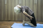 Cụ bà 70 tuổi uốn dẻo như thiếu nữ, sau 20 năm tập yoga Tây Tạng
