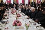 Bị đổi chỗ ngồi vào phút chót, ông Trump và ông Putin vẫn tranh thủ nói chuyện