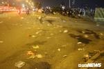 Ảnh: Sau màn pháo hoa đón năm mới, vỉa hè TP.HCM tràn ngập rác