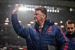 Van Gaal mỉa mai fan Man Utd ngủ gật, ra về sớm