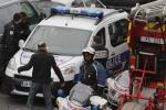 Hiện trường hỗn loạn sau vụ xả súng đẫm máu ở Paris