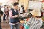 Ban 200 nghin dong 1 to bun, Truong Giang bi Hua Vi Van to 'chat chem' khach hang hinh anh 1