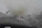 Video: Kinh hãi vòi rồng cuốn phăng ôtô trong siêu bão ở Đài Loan