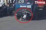 Clip: Phụ nữ đạp xe sang đường kiểu tự sát, bị container đâm thảm khốc