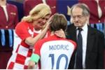 Tổng thống Croatia được khen 'đẳng cấp' khi lau nước mắt cho Luka Modric