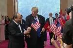 Clip: Hành động bất ngờ của Tổng thống Trump khi hội kiến Thủ tướng Nguyễn Xuân Phúc