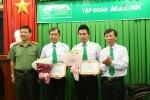 Công an khen thưởng tài xế taxi dũng cảm tông cướp ở Sài Gòn