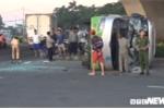 Dân phá cửa kính cứu hành khách mắc kẹt trong xe khách lật nghiêng