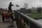 Người đàn ông trút cả xe rác xuống sông ở Hà Tĩnh nhận cái kết không ngờ