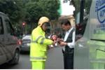 Video: Hàng loạt ô tô đỗ sai quy định bị CSGT Hà Nội xử phạt
