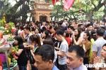 Ảnh: Dân Thủ đô chen nhau lễ Phủ Tây Hồ ngày Rằm tháng Giêng