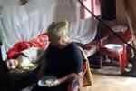 Mẹ già 46 năm nuôi con gái nhiễm chất độc da cam, ung thư vú