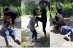 Phẫn nộ trước clip nữ sinh bị bạn đánh, bắt liếm chân