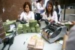 Các ngân hàng lần lượt giảm lãi suất cho vay