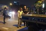 Gây tai nạn, tài xế ô tô Hyundai còn đâm gục người đi xe máy giữa phố