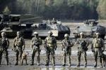 Ngân sách quốc phòng eo hẹp, lính Đức dùng cán chổi thay súng khi diễn tập
