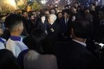 Tổng bí thư chúc Tết người dân ở phố đi bộ Hồ Gươm