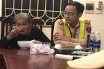 CSGT Hà Nội giúp người phụ nữ lớn tuổi bị lẫn tìm được gia đình