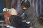 Người con dâu kính hiếu với mẹ chồng khiến ai cũng xúc động