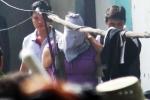 Audio: Cảnh sát nổ súng bắt kẻ khống chế nhân tình trong phòng trọ