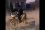 Clip: Cụ ông đi xe đạp gỗ tự chế gây 'sốt' cộng đồng mạng