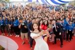 Phạm Hương hào hứng nhảy tập thể cùng hàng nghìn sinh viên Hà Nội