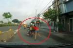 Clip: Hai tên cướp kéo lê cô gái trăm mét ở Bình Dương