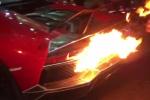 Clip: Cận cảnh Lamborghini nẹt pô cháy đuôi, CĐV cuống cuồng cởi áo dập lửa