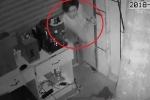 Clip: Trộm khoét tường, chui vào nhà khoắng đồ như phim ở Đồng Nai