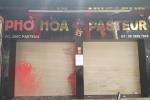 Bắt nhóm người dùng mắm tôm, chất bẩn 'khủng bố' quán phở ở TP.HCM