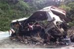 Hiện trường tai nạn thảm khốc ở Lào, 8 người Việt chết thảm