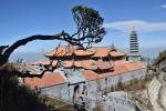 Mùa lễ hội, du khách thích thú khám phá quần thể tâm linh trên đỉnh Fansipan
