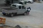 Video: Qua đường bất cẩn, bé gái bị xe bán tải cán qua người nhưng may mắn sống sót