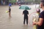 Clip: Mưa lớn, dân Nam Định hò nhau ra đường... bắt cá