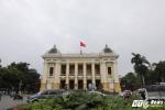 Theo chân những người khách đầu tiên của tour tham quan Nhà hát Lớn Hà Nội