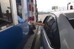 Tài xế dùng tiền lẻ mua vé, chủ đầu tư trạm thu phí quốc lộ 5 nói gì?