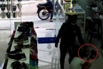 Clip: Nữ quái xông vào nhà, cướp iPhone 7 trên tay bé gái