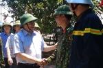 Ảnh: Trưởng Ban Tổ chức Trung ương Phạm Minh Chính thăm hỏi lực lượng chữa cháy rừng Hà Tĩnh