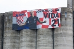 Trung ve Croatia duoc ruoc bang xe ngua khi ve que hinh anh 2