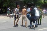 Yêu cầu dừng xe, cảnh sát bị hai thanh niên đâm bất tỉnh