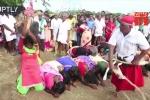 Video: Phát hoảng cảnh phụ nữ xếp hàng chờ 'ăn roi', mong xua đuổi quỷ dữ