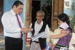Người Đà Nẵng xúc động nhận giấy khai sinh tận nhà từ tay lãnh đạo thành phố