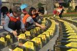 Video: Mãn nhãn cảnh 3.000 cuốn sách xếp domino trên diện tích 200 m² ở Hoàng thành Thăng Long