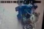 Siêu trộm bẻ khóa xe Lead trong vòng 3 giây ở Hà Nội