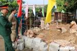 Di chuyển 6 tấn đầu đạn khỏi vườn nhà dân ở Hưng Yên