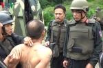 Hàng trăm cảnh sát dùng xe bọc thép vây bắt tội phạm ma túy