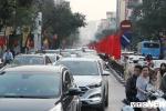 Ảnh: Phố phường Hà Nội hỗn loạn, ùn tắc kéo dài chiều mùng 1 Tết Kỷ Hợi
